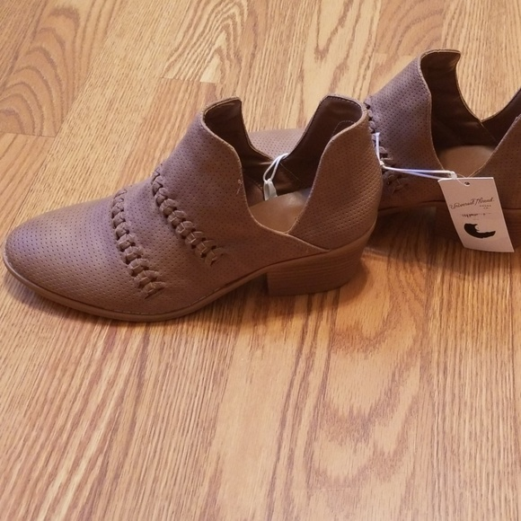Universal Thread Shoes - Cute Booties! NWT
